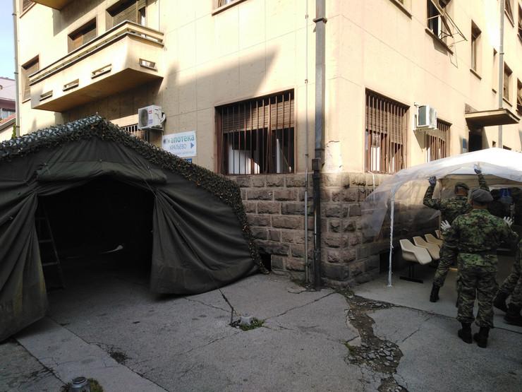 Kraljevo 01 - Vojni šator ispred Kovida - Foto N Božović