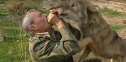 Smutna historia mężczyzny, którego wychowały wilki