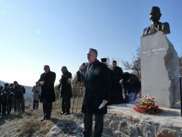 437208_novak-milosev-spomenik