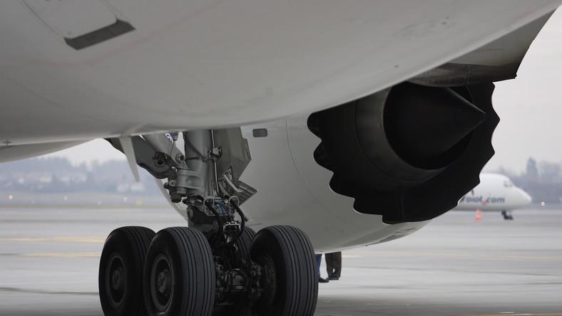 Lotnisko Chopina - samolot zawrócony z kołowania