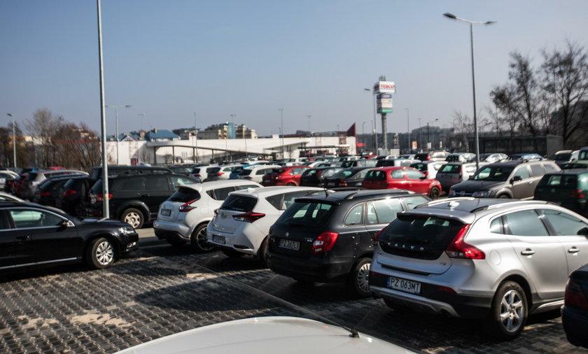 Będą trzy nowe parkingi park&ride
