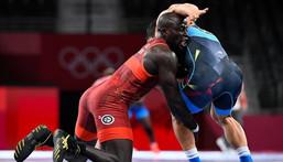Tokyo 7 août 2021 | Le lutteur Adama Diatta (Sénégal) affronte Daulet Niyazbekov (Kazakhstan)