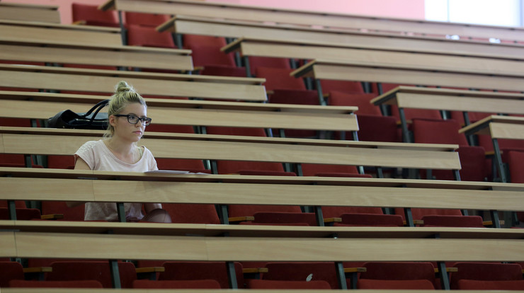 studenti amfiteatar