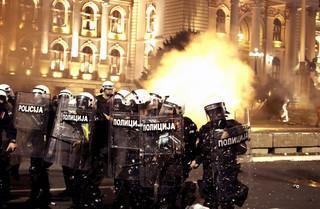 Koronawirus w Serbii: Na ulicach Belgradu protestowano przeciwko godzinie policyjnej