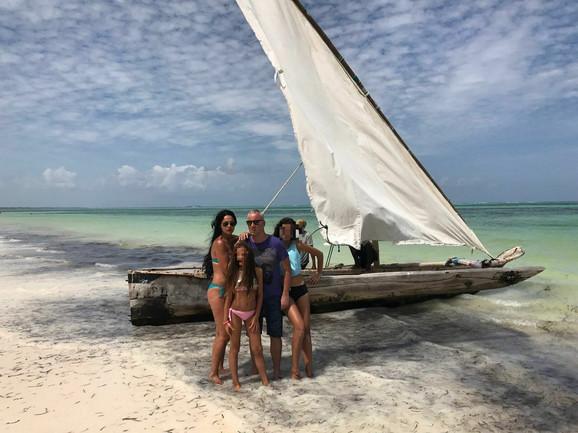 Saša Matić u Zanzibaru sa suprugom i decom