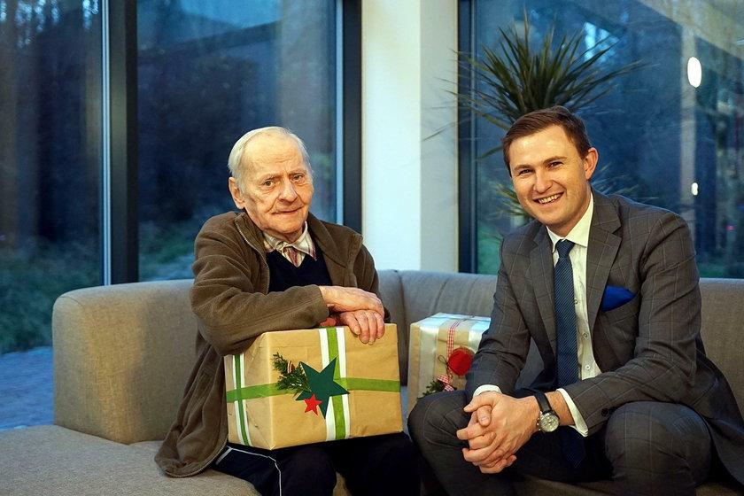 Piotr Grzelak, wiceprezydent Gdańska odwiedził pana Tadeusza Derkacza w DPS Polanki
