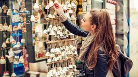 Dziwne pamiątki, które turyści kupują podczas podróży