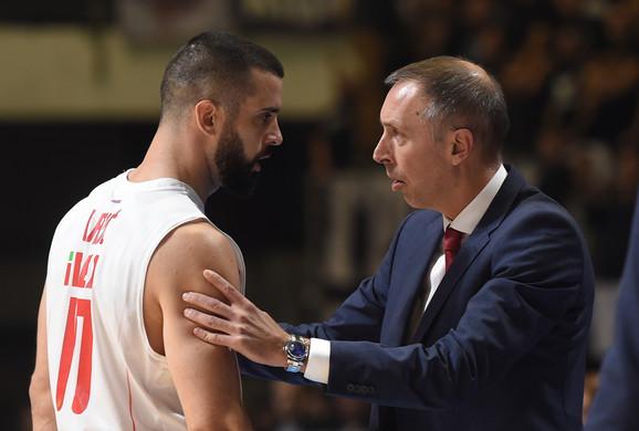 Milan Tomić u razgovoru sa kapitenom Branka Lazića