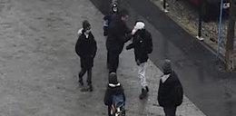 Mężczyzna pobił dziecko na ulicy. Policja publikuje wizerunek sprawcy