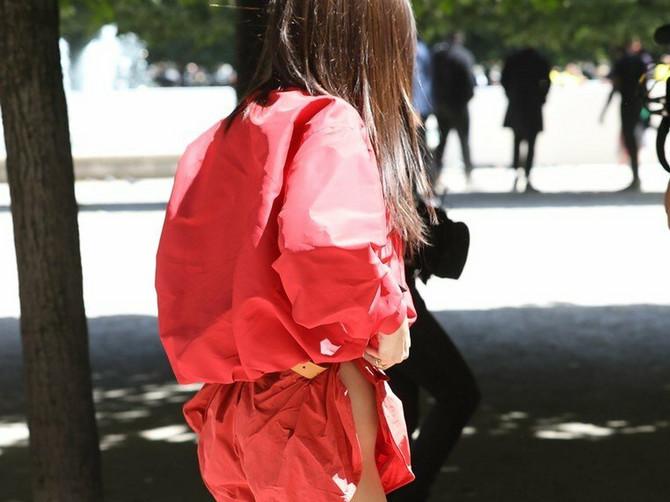 Ono što ona obuče za dve nedelje nose sve žene. Da li je OVO novi trend za najhrabrije?