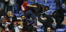 Zamieszki na stadionie w Lyonie. Kibice uciekli na boisko