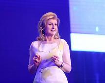 Arianna Huffington nieraz wystąpiła na konferencji TED. Często mówi o tym, jak sen wpływa na produktywność
