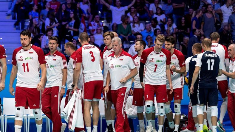 Polscy siatkarze po wygranym meczu z USA