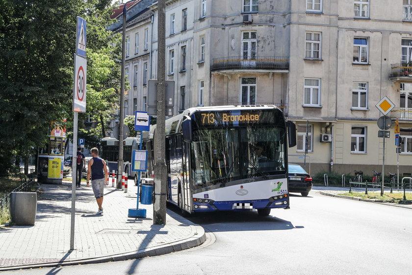Dramat pasażerów na trasie do Bronowic. Opóźnione i zatłoczone autobusy