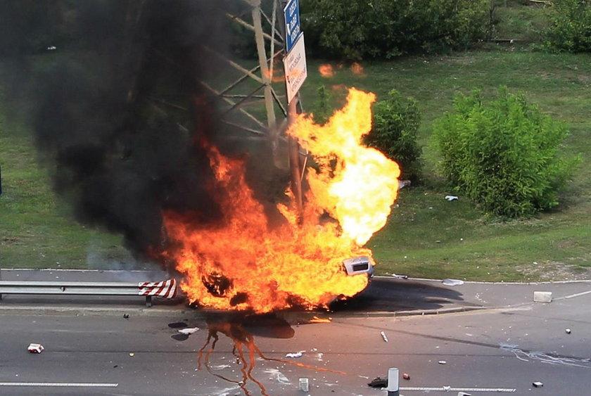Uciekł z płonącego auta