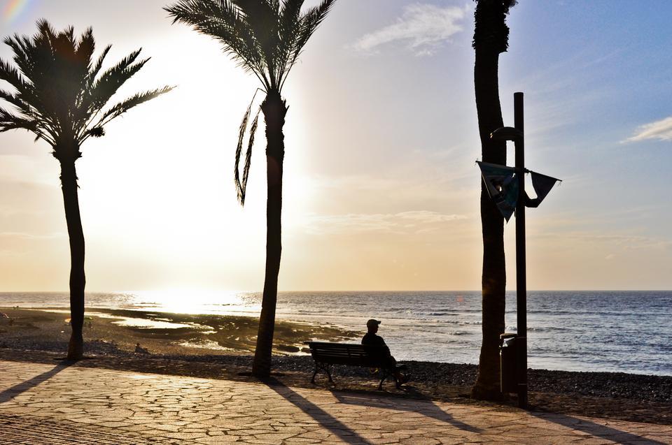 Na południowo - zachodnim krańcu wyspy turyści wypoczywają w kurortach z piaszczystymi plażami i zażywają chłodnych kąpieli w Oceanie Atlantyckim.