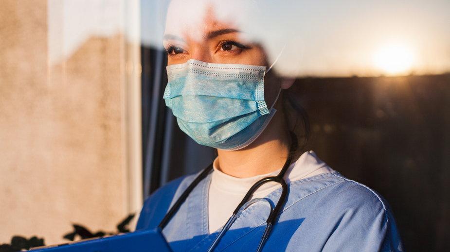 Koronawirus. Personel medyczny poszukiwany do walki z COVID-19