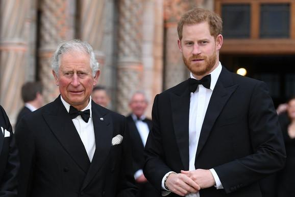 IGRA PRESTOLA NA DVORU VINDZORA Novi udar na Harija, princ Čarls NE ŽELI da se vidi sa njim na otkrivaju statute Lejdi Di