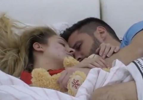 Pričali, ljubili se, a onda je Luna spustila ruku i počela da ga DODIRUJE: Marko uživao! VIDEO