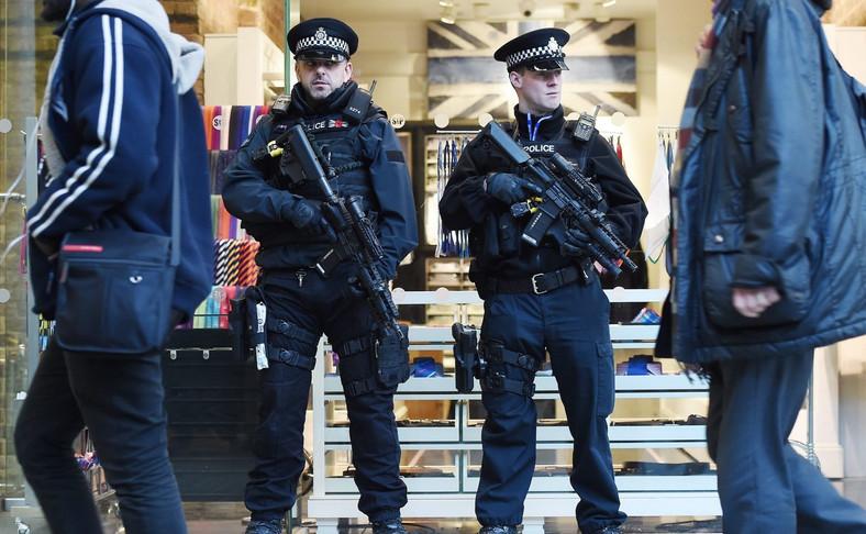 Brytyjscy policjanci w centrum Londynu po zamachach w Brukseli
