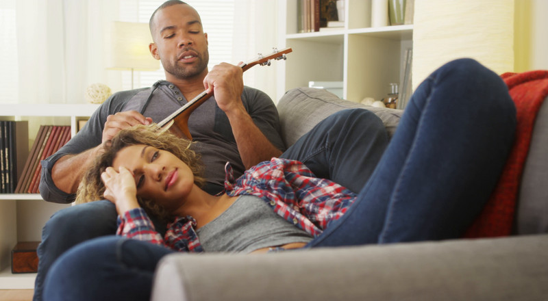 6 ways to be an amazing boyfriend when your girl is on her period