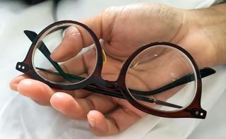 Dofinansowanie do okularów pracownika, który nie pracuje przed monitorem. Co ze składkami? [PORADNIA UBEZPIECZENIOWA]