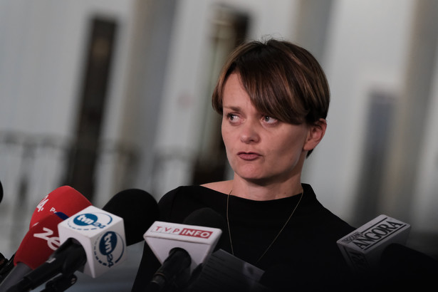 Przeprosiła za to i tej kwestii, w tej chwili, z tego co wiem, to władze klubu nie przewidują dalszych działań - powiedział Sobolewski.