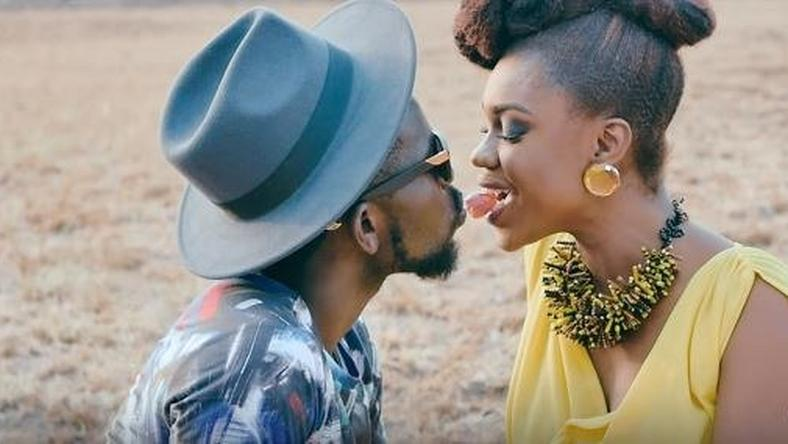 "Bisa Kdei and Becca playing romance in ""Hwe"" music video"