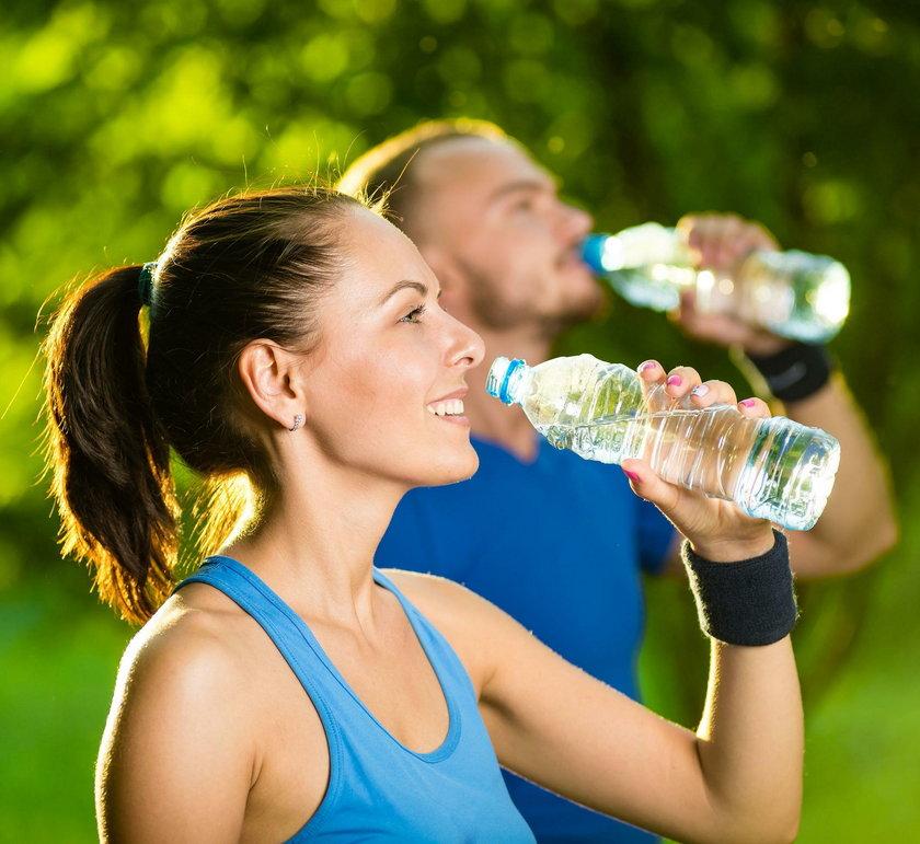 Woda źródlana, mineralna czy lecznicza - jaką wybrać?