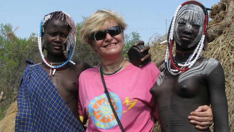 Z kobietami z plemienia Mursi