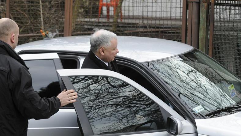Limuzyna Jarosława Kaczyńskiego ostrzelana. Kto był snajperem?