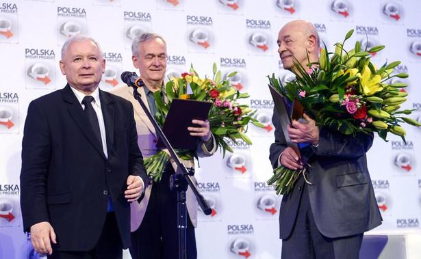 Nad wyborem kandydata do Nagrody obraduje kapituła, powołana pod honorowym patronatem śp. Jadwigi Kaczyńskiej w 2010 r.