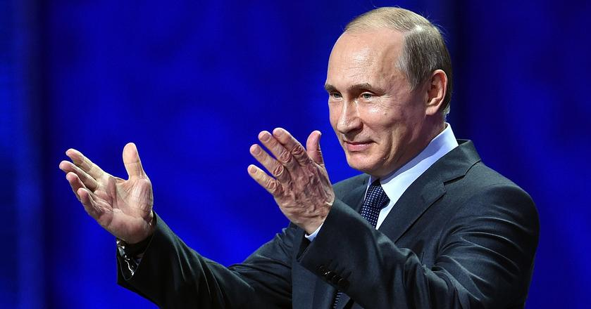 W wyborach 18 marca uprawnionych do głosowania jest ponad 110,8 mln osób. Lokale wyborcze zostaną otwarte o godz. 8 czasu lokalnego, a głosowanie zakończy się o godz. 20 czasu lokalnego. Ze względu na wielość stref czasowych na terytorium Rosji głosowanie trwa niemal dobę.