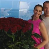 LJUBAV CVETA I NA 20. GODIŠNJICU Deki Stanković je ovako iznenadio suprugu, sijaju kao onog dana kada su se upoznali
