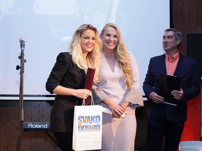 """Jelena Gajšek proslavila 20 GODINA televizijske karijere: """"Stil je moja šolja čaja koju decenijama pijem na Studiju B"""""""