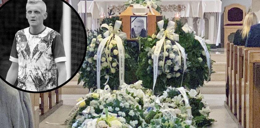 Pogrzeb piłkarza Sylwestra Cebuli. Nie pochowano go w garniturze. Życzenie bliskich było inne. To piękny i symboliczny gest