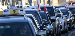Taksówkarze blokowali centrum Warszawy, jechali 10-15 km/h