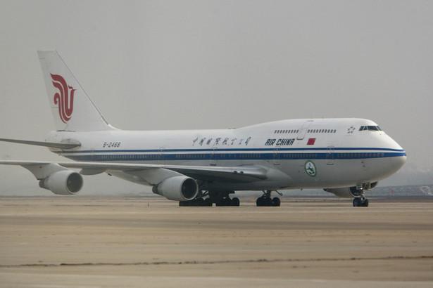 Samolot należący do Air China na lotnisku w Pekinie