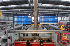 1920px-Munich_Central_Station_Panorama