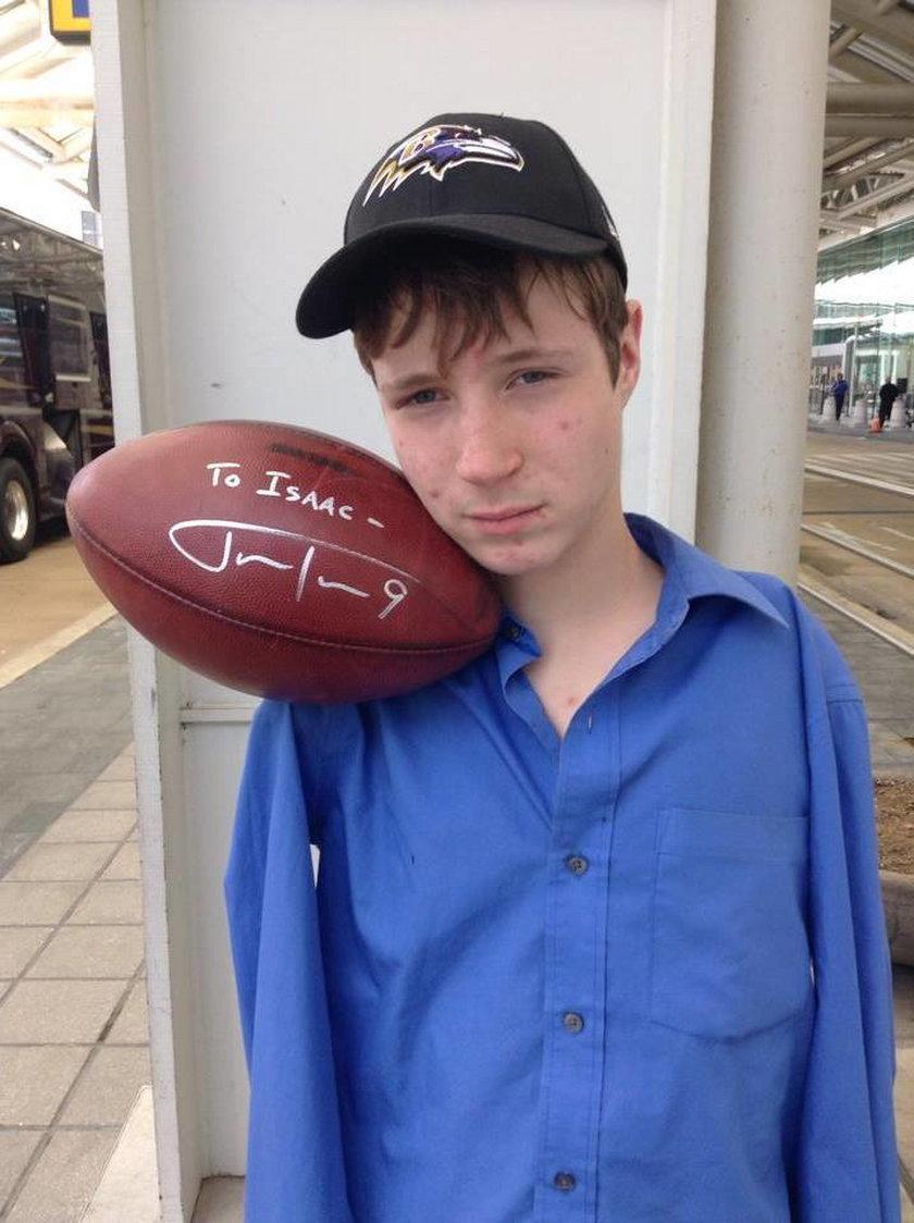 Ten chłopak nie ma rąk, a chce zostać zawodowym futbolistą!