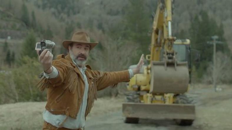 """Kadr z filmu """"Deerskin"""""""