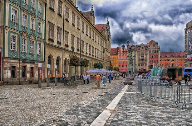 Na profilu Centrum Historii Zajezdnia na Facebooku utworzone zostało specjalne wydarzenie Opowiadam Wrocław, gdzie znajduje się cykl instruktaży nagranych przez Natalię Rybak, trenera ds. wystąpień publicznych. Zdjęcie ilustracyjne: Wrocław. Fot. Pixabay