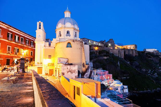 Crkva Santa Marija dela Gracije poput svetionika u noći
