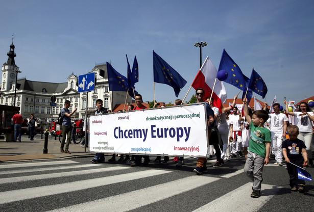 Oficjalna data Dnia Europy to 9 maja - tego dnia co rok organizuje się obchody upamiętniające pokój i jedność w Europie
