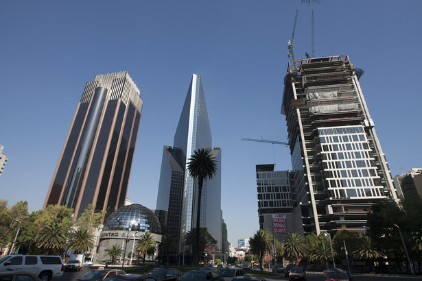 Meksyk jest centrum politycznym, kulturalnym i gospodarczym Federacji Meksykańskiej. Odznacza się także jednym z największych i najszybszych przyrostów liczby ludności.