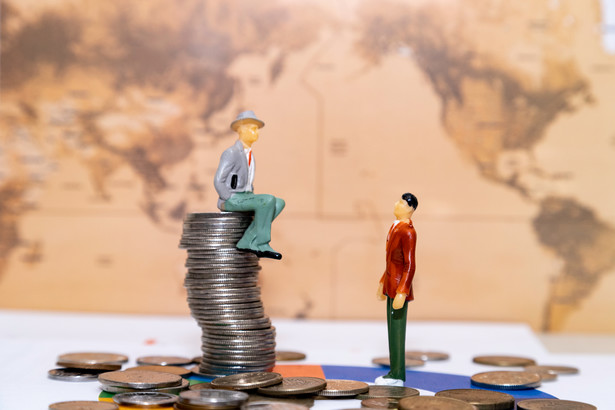 Odrzucenie konsumpcjonizmu będzie powrotem do wczesnego kapitalizmu i do kultywowania siedmiu głównych cnót burżuazji, które opisała amerykańska ekonomistka Deirdre McCloskey: wiary, nadziei, miłości, sprawiedliwości, odwagi, umiarkowania i roztropności
