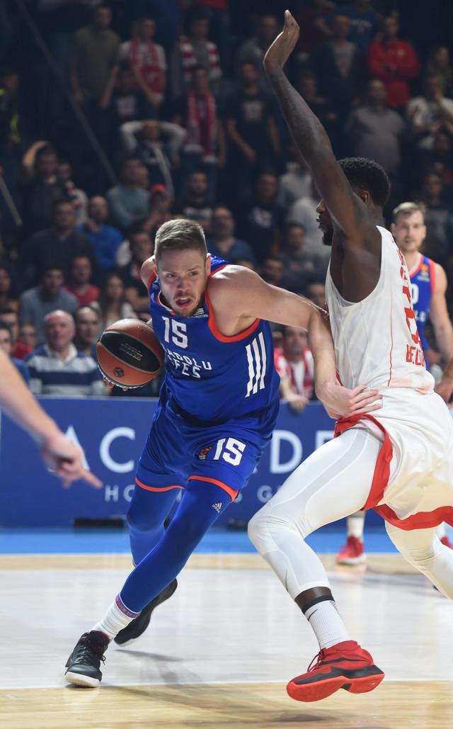 Vladimir Štimac u duelu sa Matijasom Lesorom