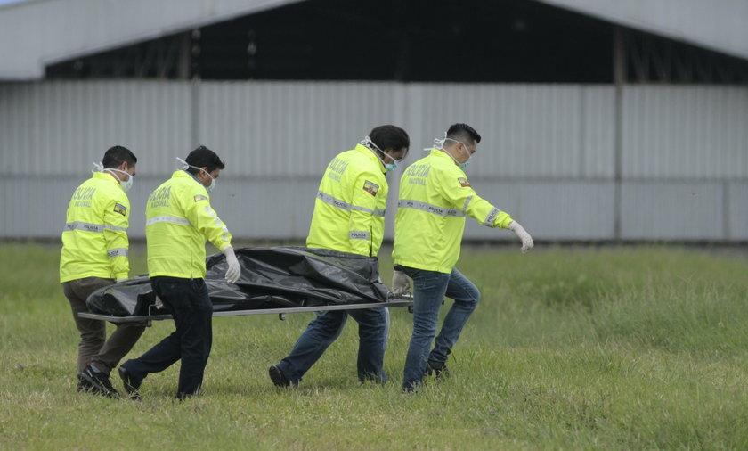 Samolot wystartował. Nagle wypadło z niego dwóch mężczyzn