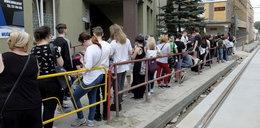 Uczniowie w gigantycznej kolejce po zaświadczenie. Niektórzy czekali od 5 rano!