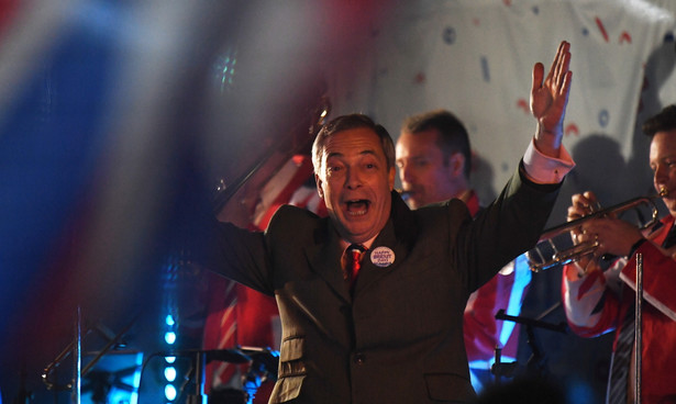 Nigel Farage zorganizował obchody zwolenników brexitu przed siedzibą parlamentu w Londynie